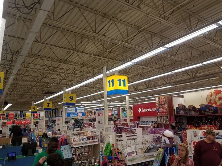 unbelievable toys r us 2 registers open the night before christmas eve lines around - What Time Does Toys R Us Close On Christmas Eve