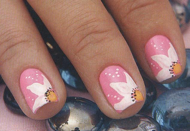 Decoracion de uñas en esmalte pinceladas perfectas