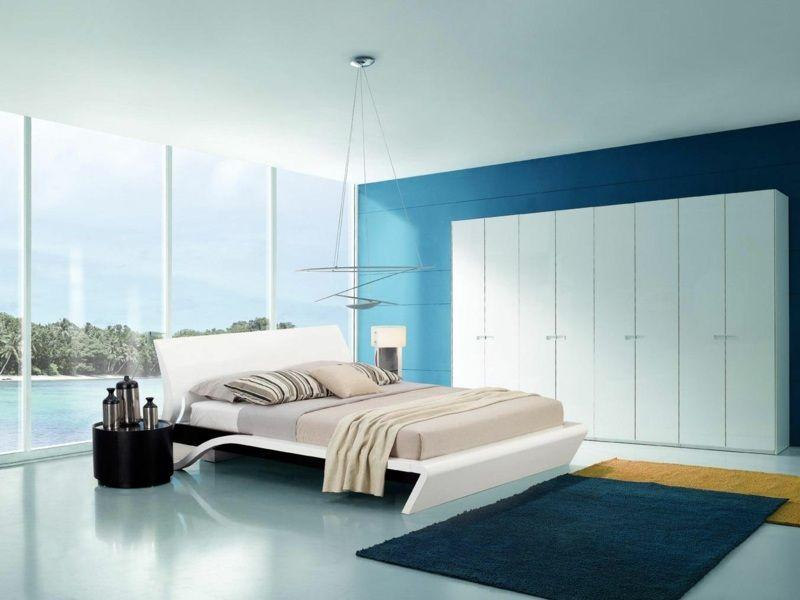 Hellblaue Wandgestaltung in einem Schlafzimmer mit weißen Möbeln - wohnideen fur schlafzimmer designs