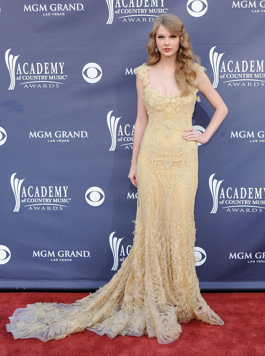 Taylor swiftus best red carpet moments carpets taylors and taylor