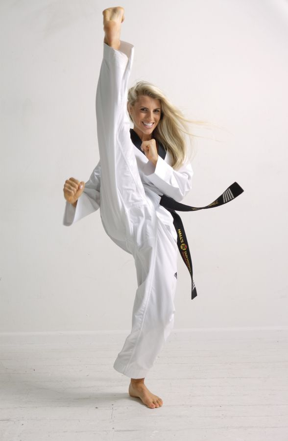 Axe kick #taekwondo #axekick looks like a vertical split but