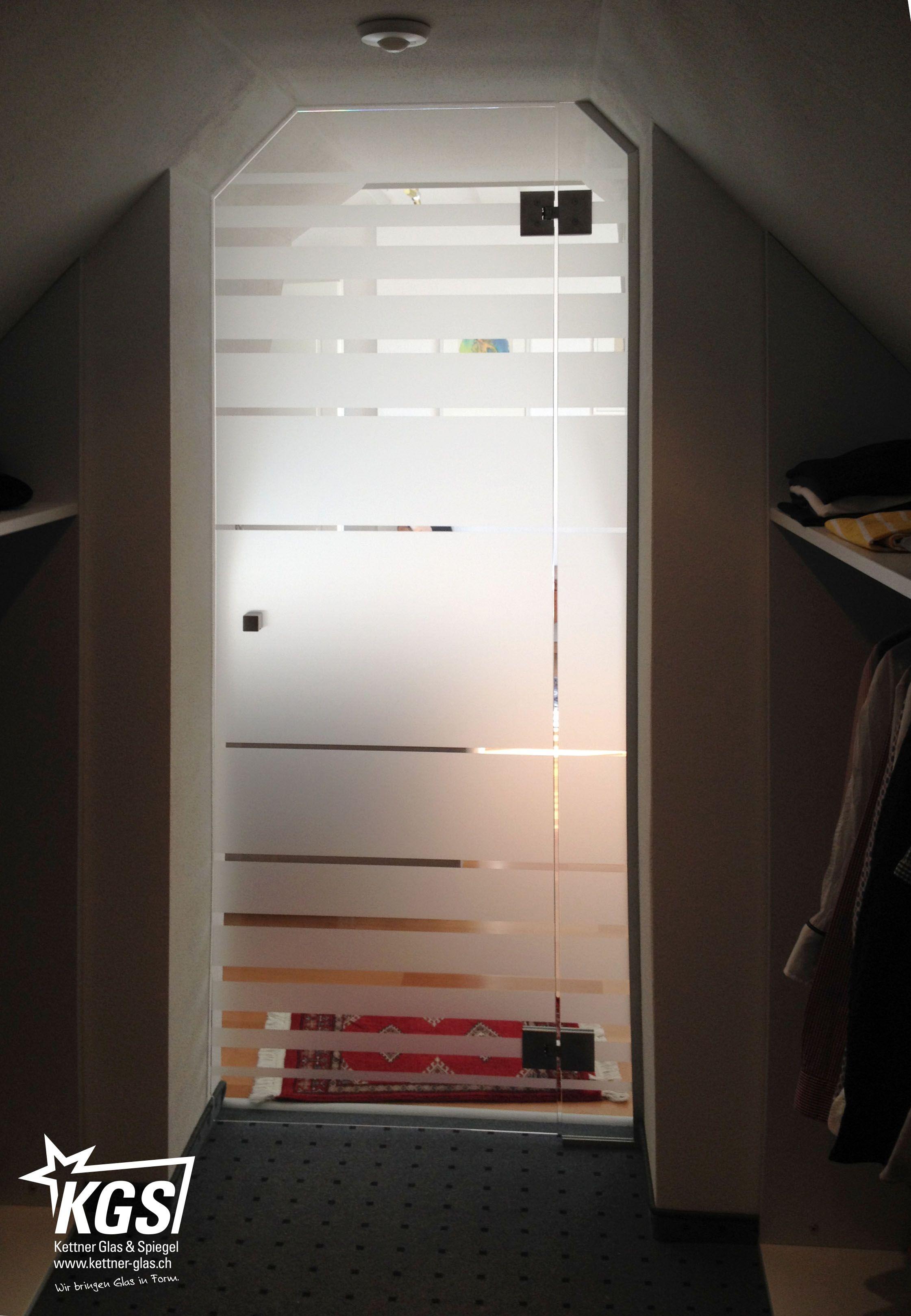 Glasabschluss zwischen Ankleide und Schlafzimmer mit verjüngender ...