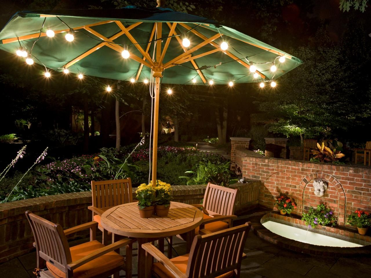 Nice Outdoor Patio Lights: Eat Dinner In A Warm Atmosphere