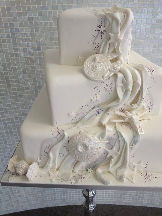 Awesome Star Wars wedding cake that would have been very cool at Nikki's wedding