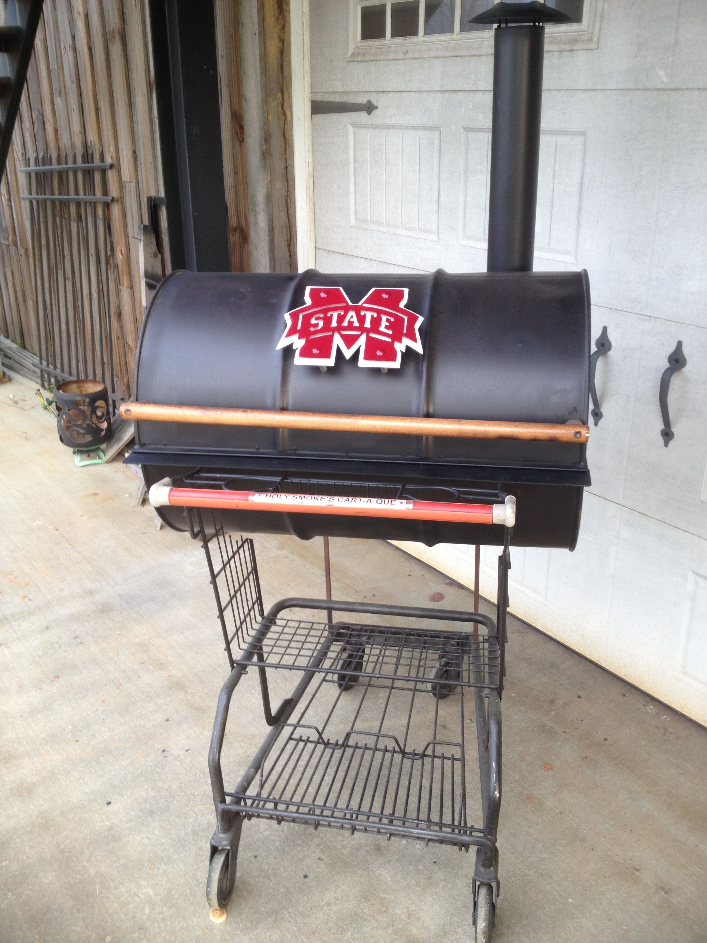 Mississippi State Cart A Que built from a shopping cart 55 gallon