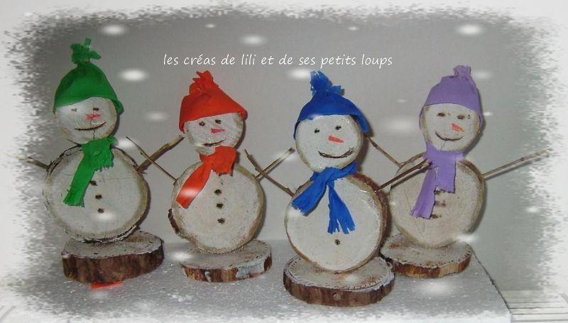 bonhomme de neige en rondins de bois