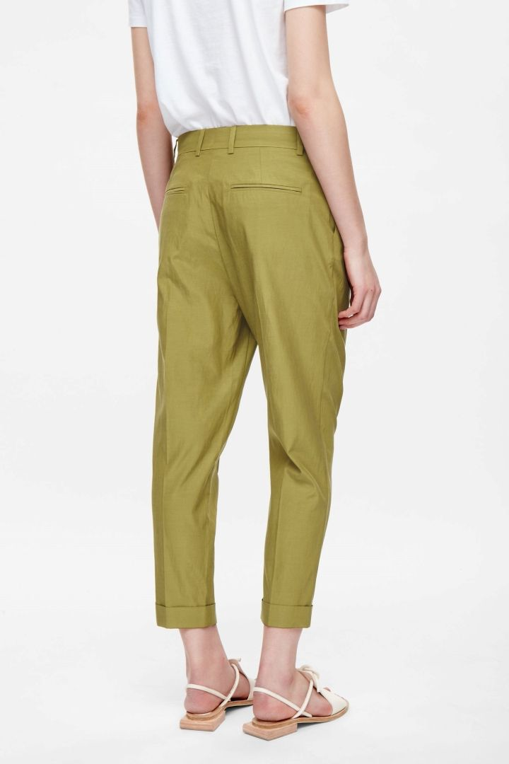 Relaxed pleated trousers