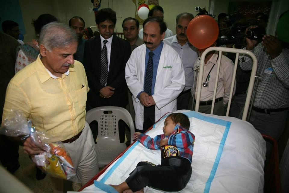 CM Shahbaz Sharif visited Children Hospital on the occasion of Eid-ul-Azha. He went to various wards and distributed Eid gifts among the children.