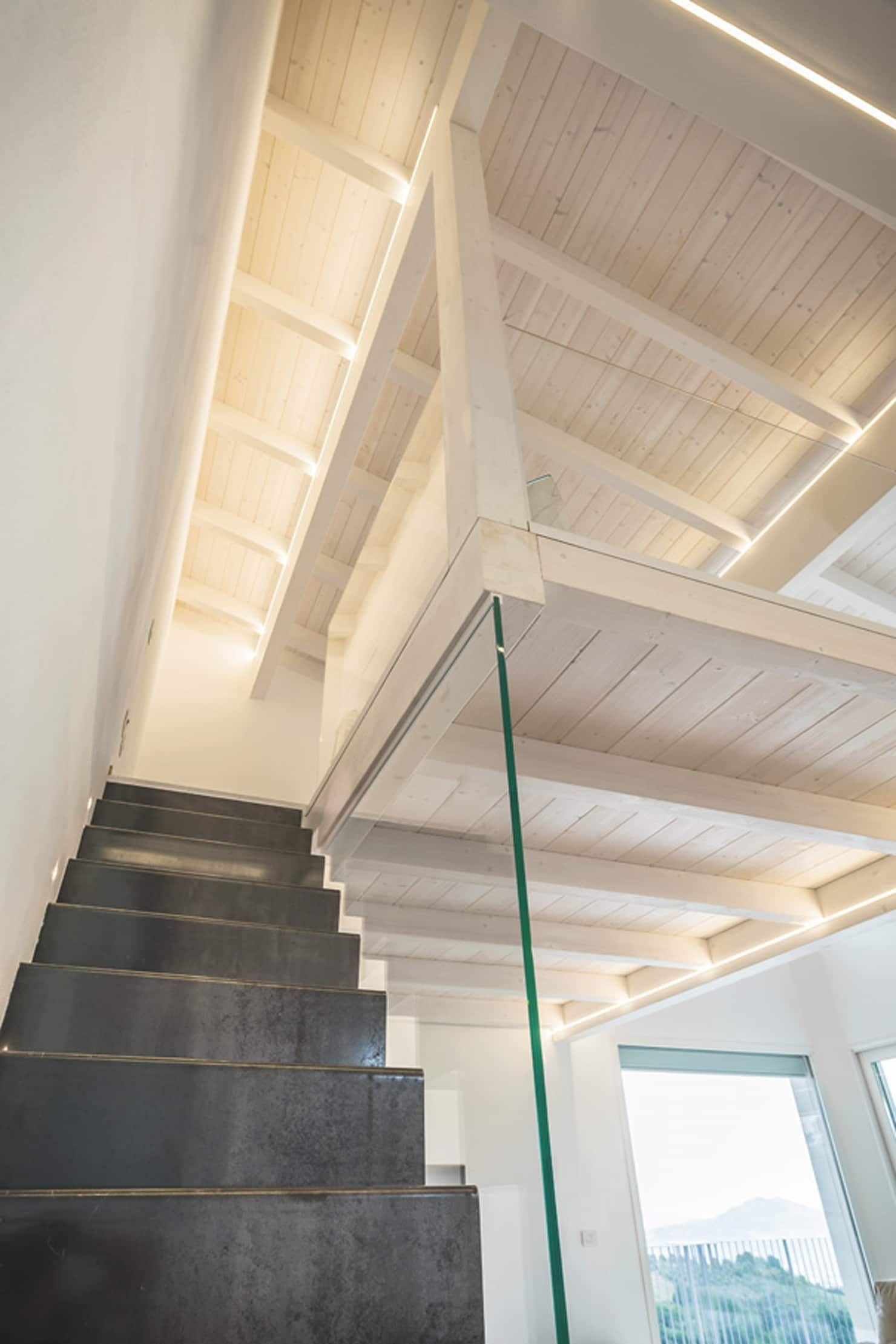 Casa in legno perugia ingresso corridoio scale in for Costantini case in legno