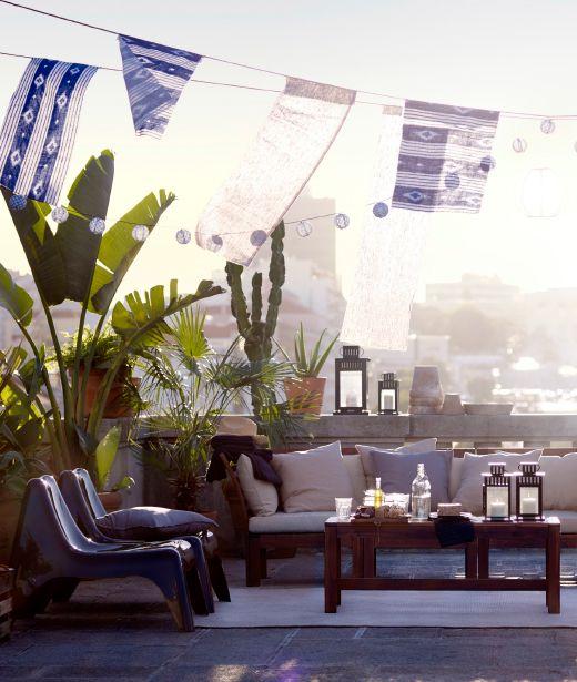 Toiture-terrasse Avec Canapé Trois Places Garni De