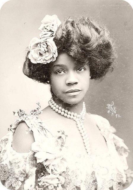 Les Fleurs Du Mal | Vintage black glamour, Victorian women, Gibson ...