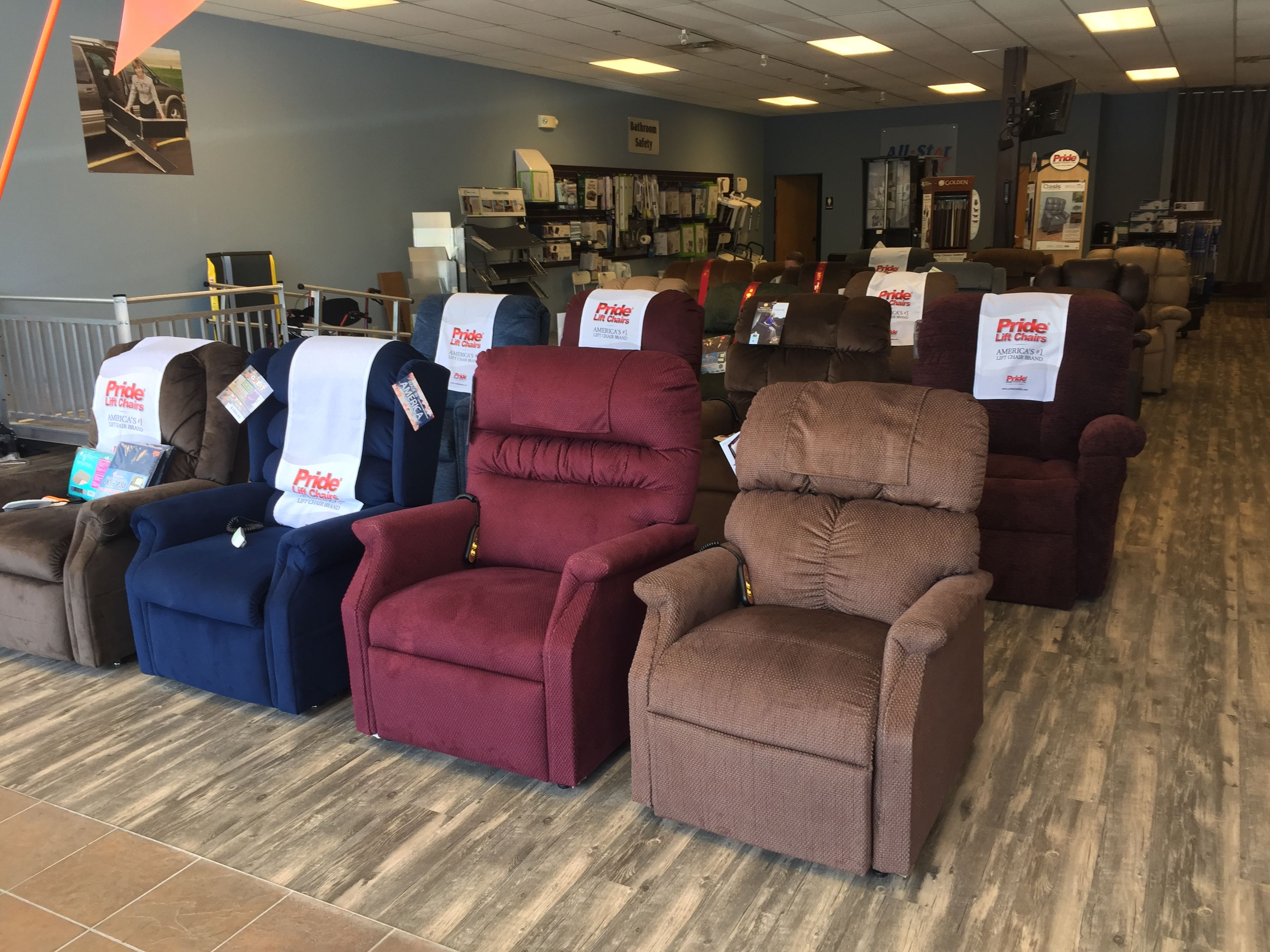 Our Great Lift Chair Selection In Our Franklin Tn Showroom Over 20 Chairs In Stock Goldentechnologies Pridemobili Lift Chairs Chair Chair Showroom