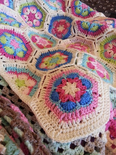 Here\'s Wightwitch\' s take on the African Flower Hexagon Crochet ...