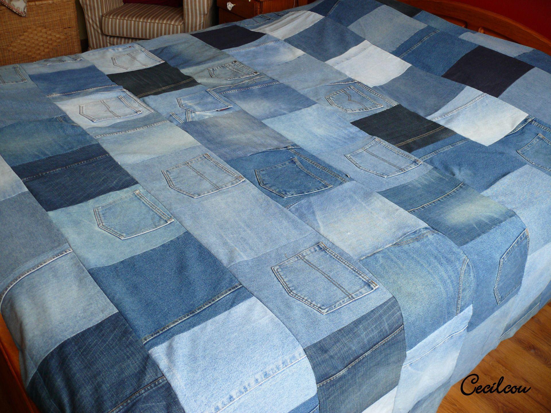 Plaid ou couvre lit patchwork en jean recycl couture - Comment faire un couvre lit matelasse ...