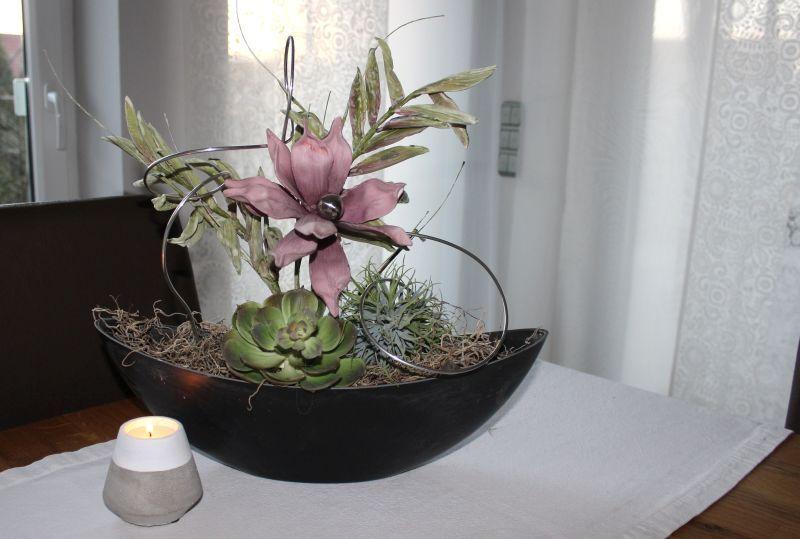 td150 schale bepflanzt mit k nstlicher sukkulente magnolienbl te und foambl tenzeig auch mit. Black Bedroom Furniture Sets. Home Design Ideas