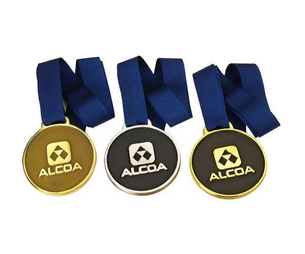Medalha fundida, 6,5cm diâmetro  Verso impressão digital personalizada ou adesivo.  Materiais disponíveis: alumínio (prata) ou bronze (dourado ou patinado).