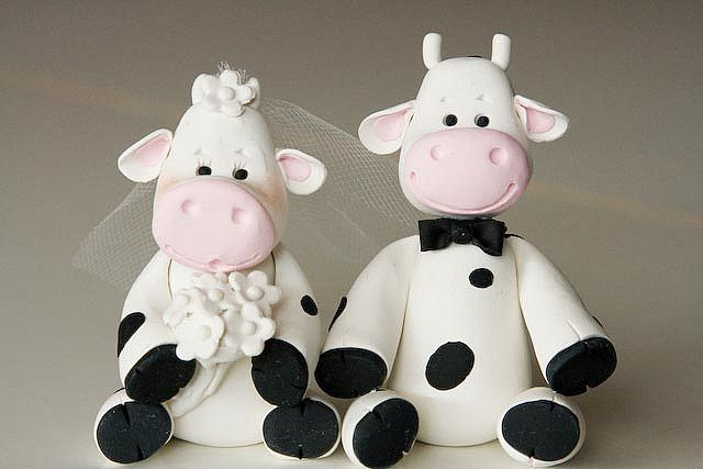 cow wedding cake toppers uk cow amp groom by rouvelee s creations 13034