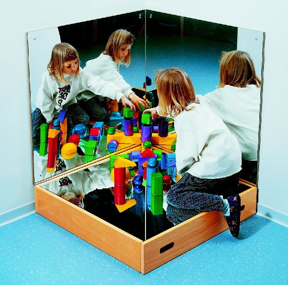 Another ASCO offering...a mirrored block platform with wall mirrors on two sides.