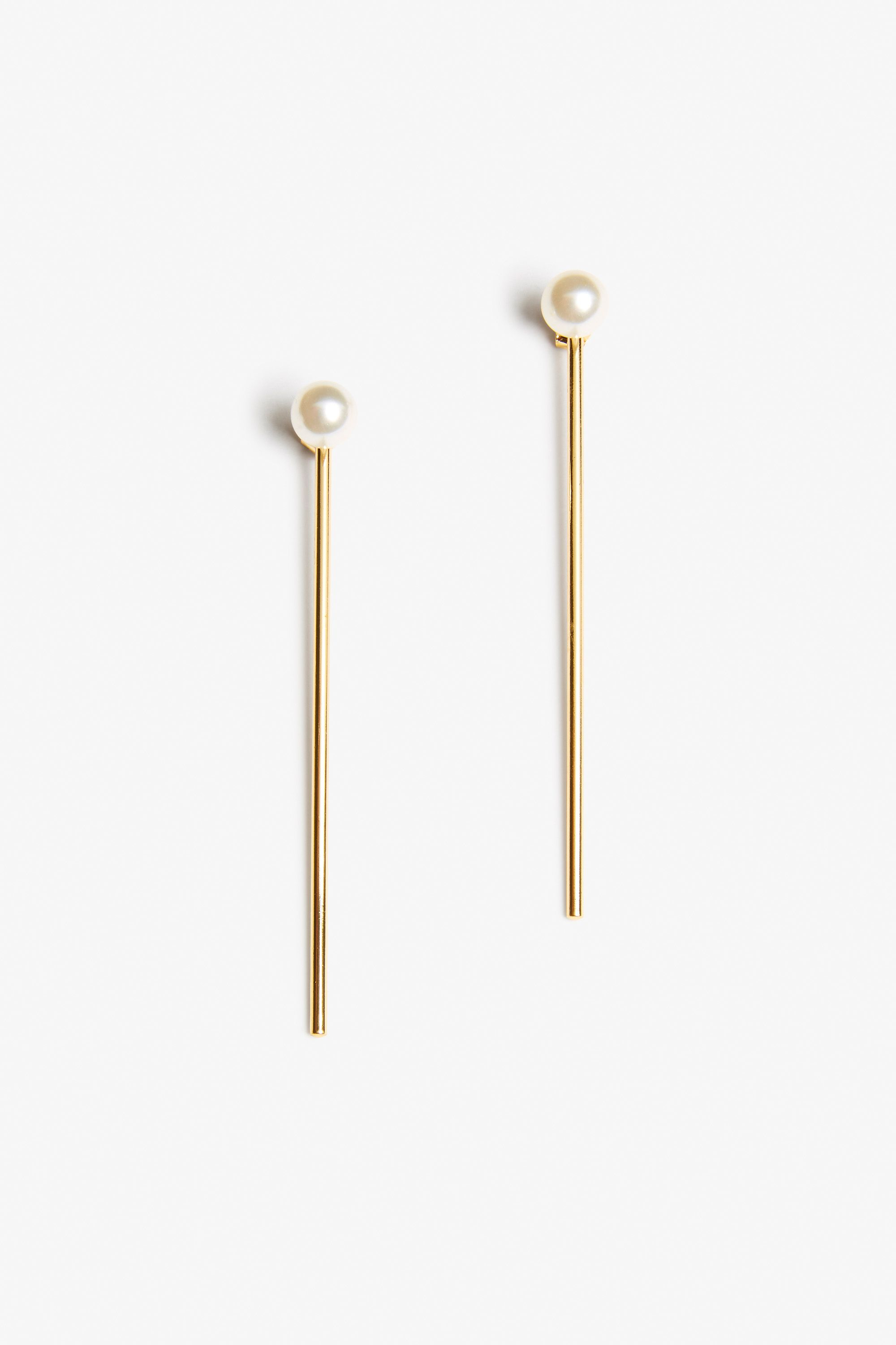 A stately pair of earrings for an insta-elegant flourish to any outfit. The golden bar is detachable in case you feel like just flaunting pearls | Architect's Fashion