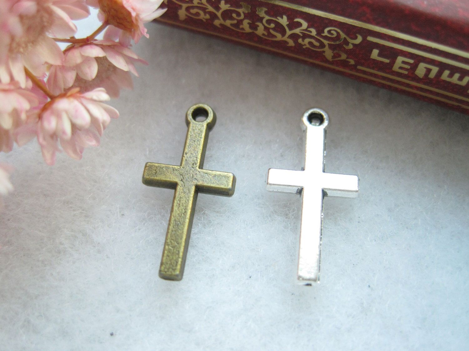 50pcs 19x9mm Antique silver/ bronze cross charms, cross pendant Jewelry findings xd9081 by LHHL on Etsy https://www.etsy.com/ca/listing/280340192/50pcs-19x9mm-antique-silver-bronze-cross