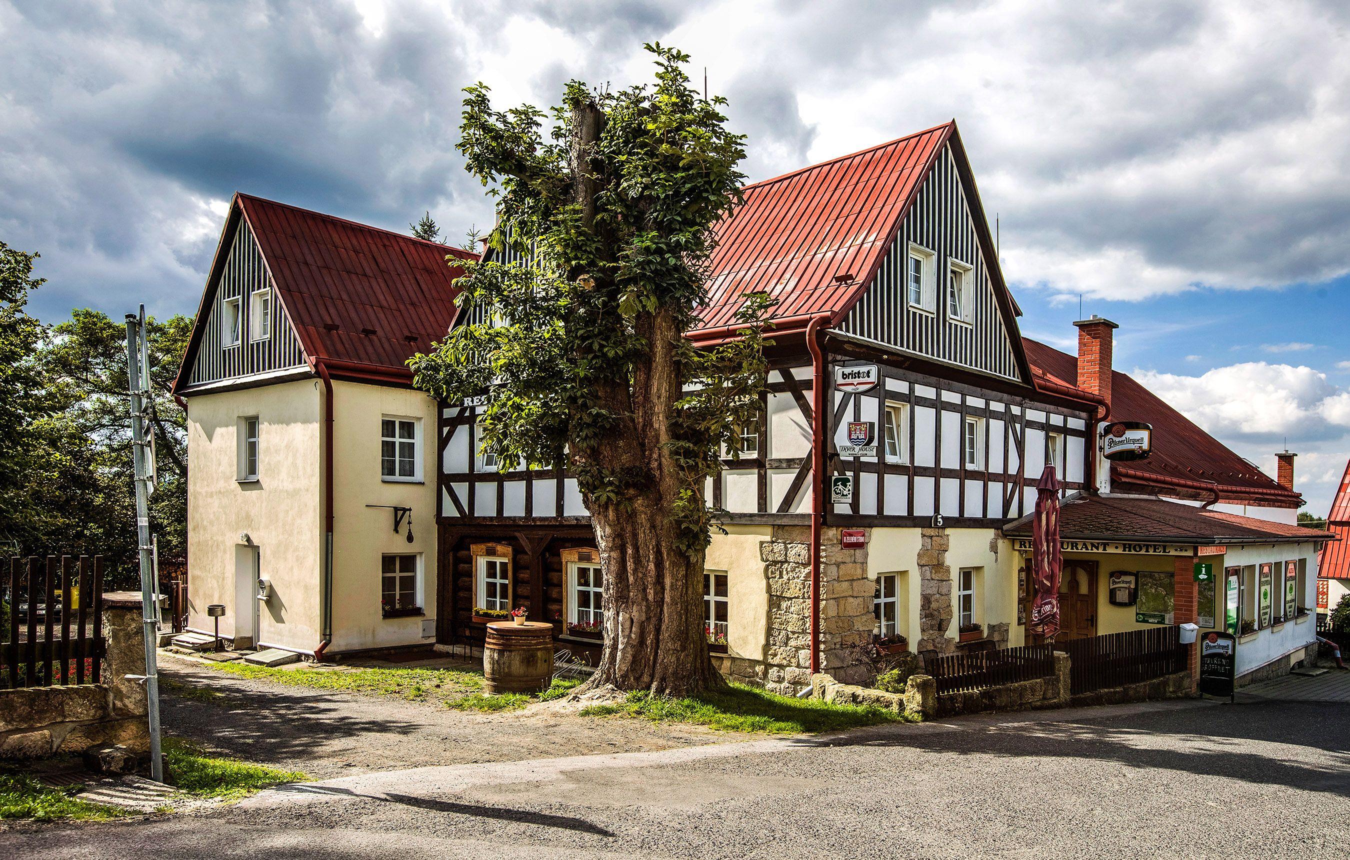 Hotel U Zeleného stromu   Janov nad Hřenskem