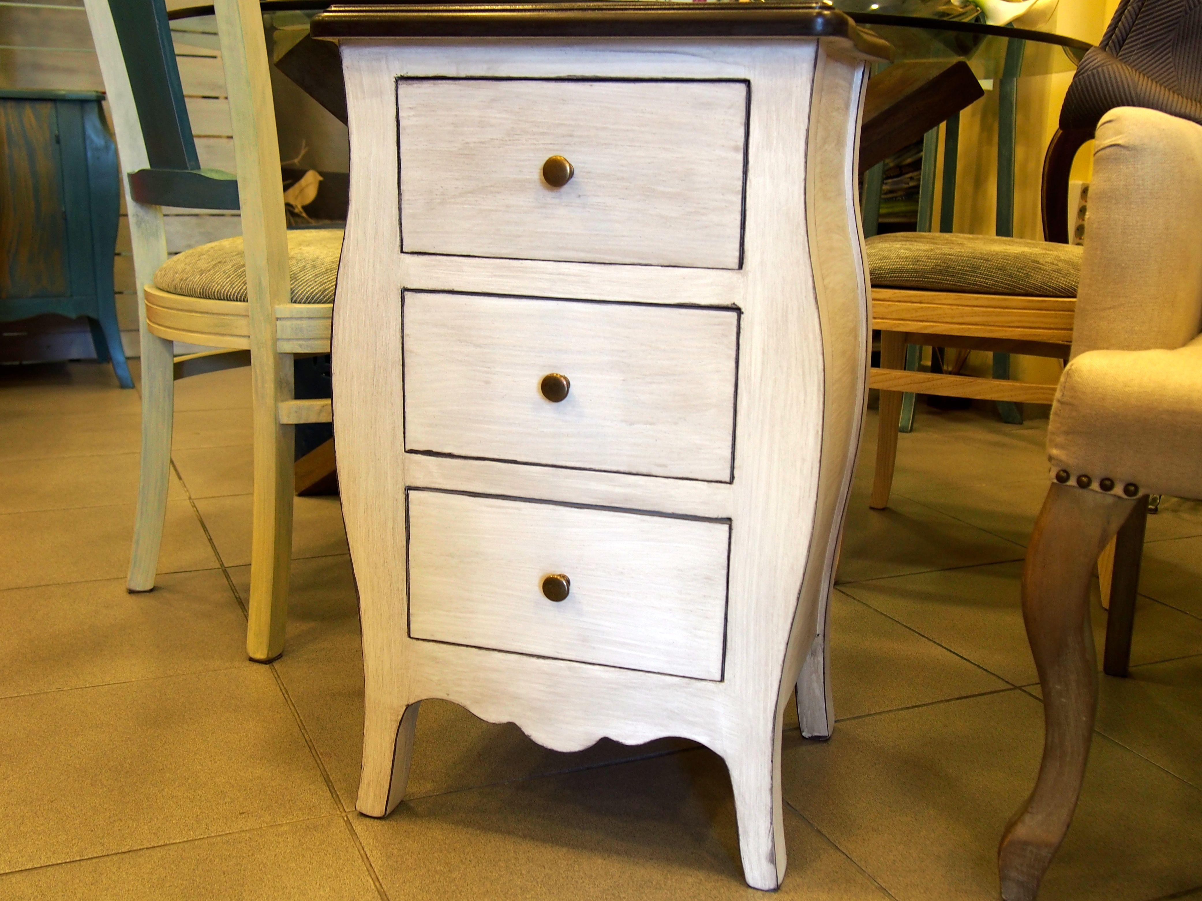 Mueble pintado a mano mesilla en blanco envejecido y tapa - Muebles de madera pintados a mano ...