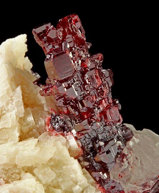 辰砂(シナバー):Cinnabar : 宝石や鉱物のきれいな原石写真まとめ ...