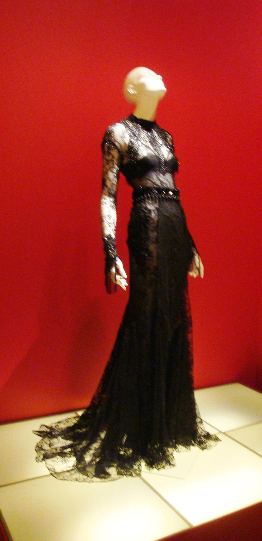 Luexposition little black dress au mona bismarck american center