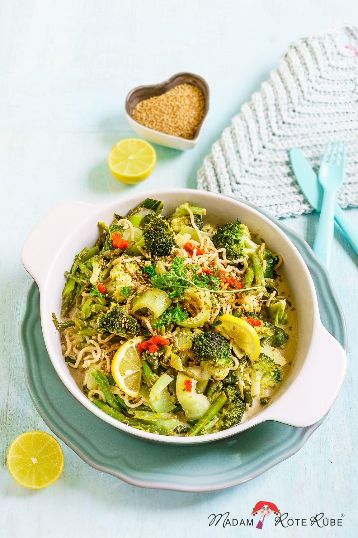 Pak Choi-Gemüsepfanne mit Brokkoli, grünen Bohnen und Mie-Nudeln – Madam Rote Rübe & die Landküche