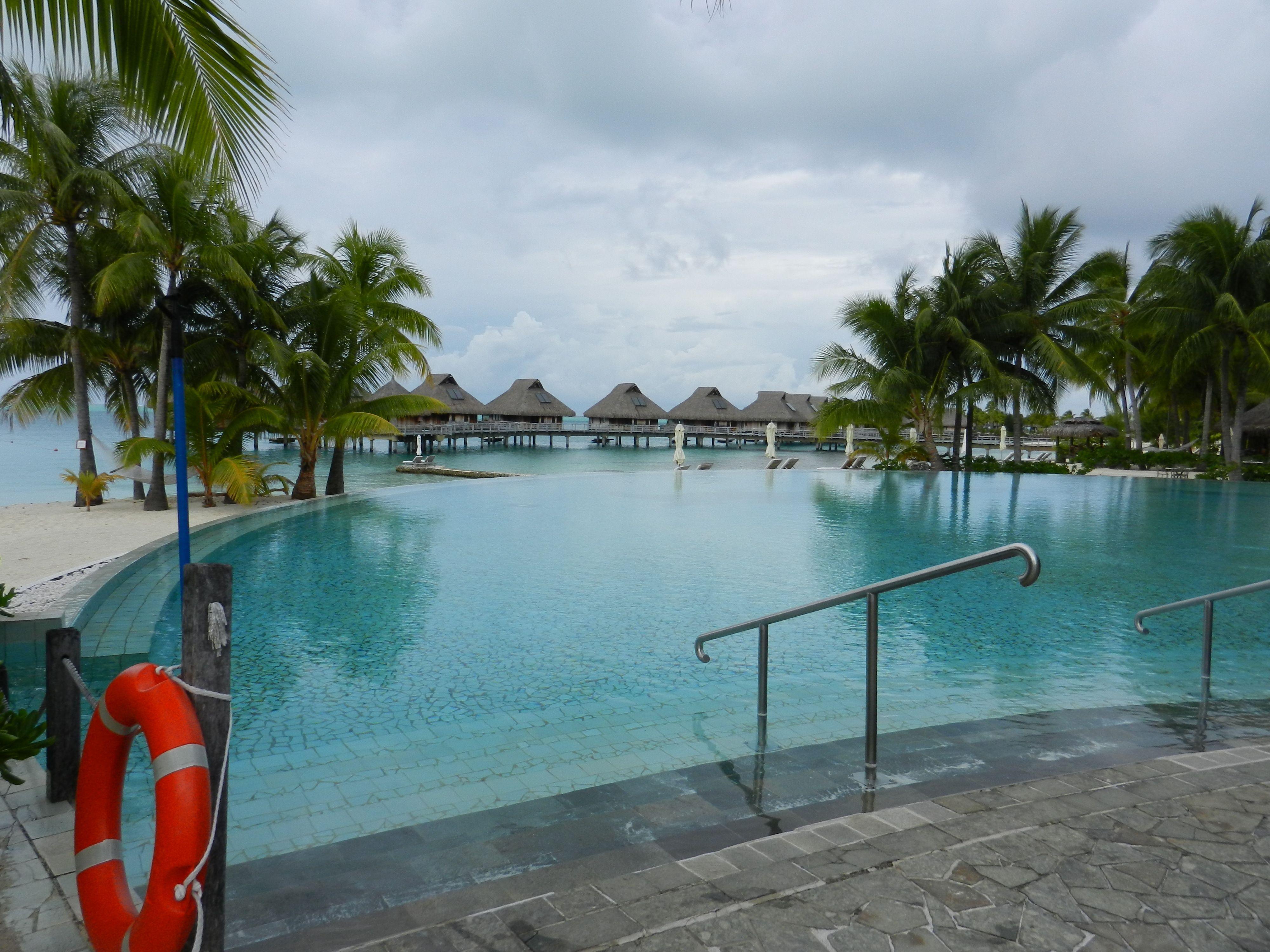 Edgeless pool at the Hilton Nui - Bora Bora | Bora Bora ...