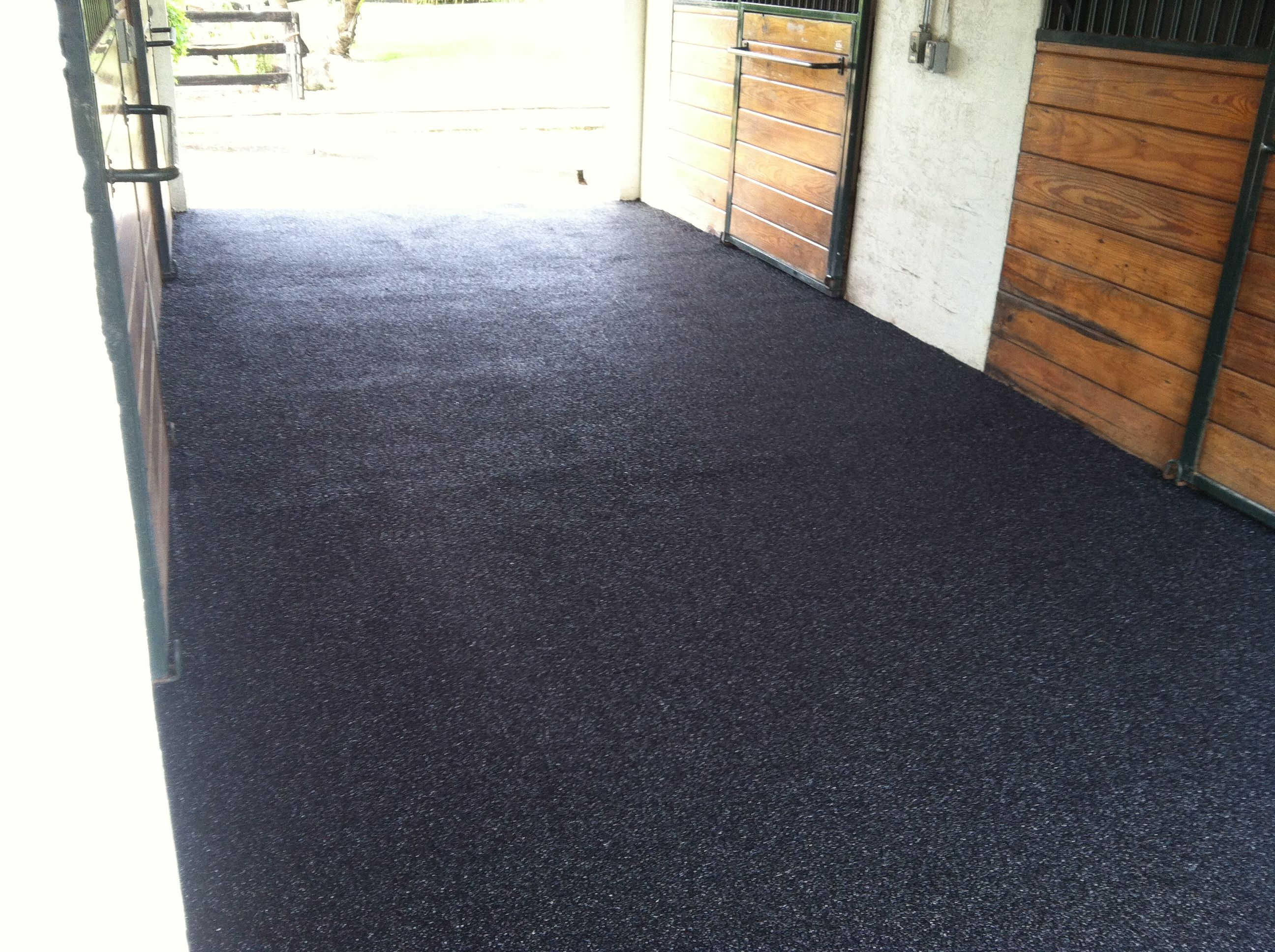 Equine Rubber Surface Aisle Way In Wellington Fl Www Splashscapes Net Rubber Flooring Flooring Home Decor