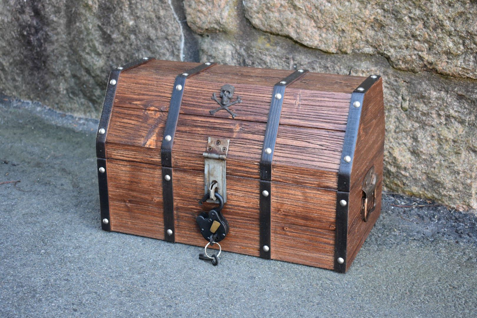 Treasure Chest Toy Chest Large Treasure Chest Pirate Chest Pirate Decor Rustic Chest Antique Chest Treasure Chest
