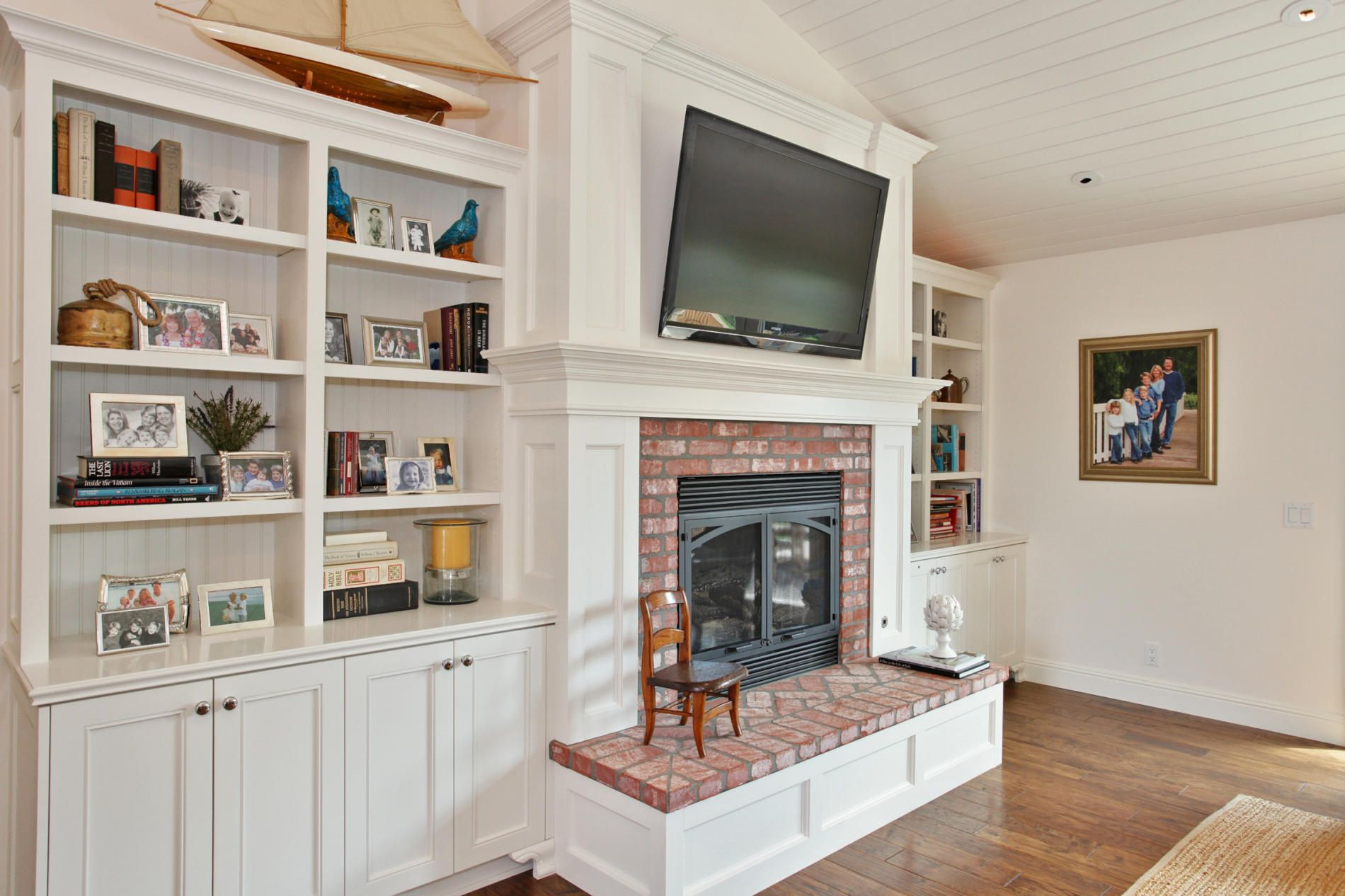 Need To Figure Out Our Off Center Fireplace. I Like This Whole Style.  Bright And Utilitarian. | Family Room Dreams | Pinterest | Fireplace  Design, ...