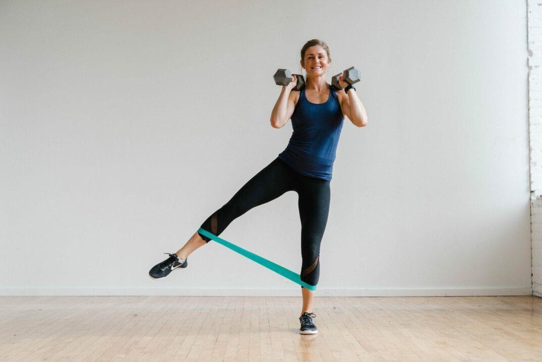 30-Minute Leg Workout Video At Home   Leg workout, Leg ...