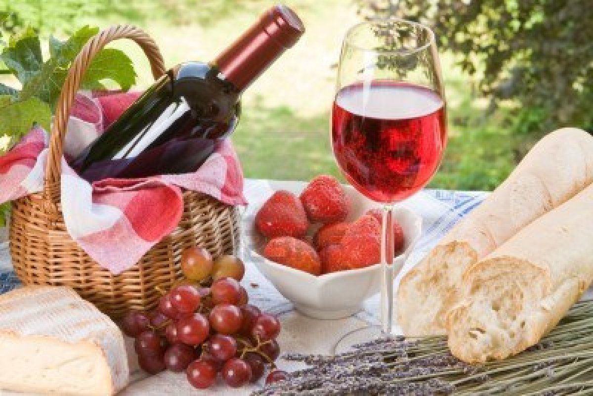 Romantic Picnic Setting With Wine Bread And Cheese Picnic Foods Picnic Food Romantic Picnics