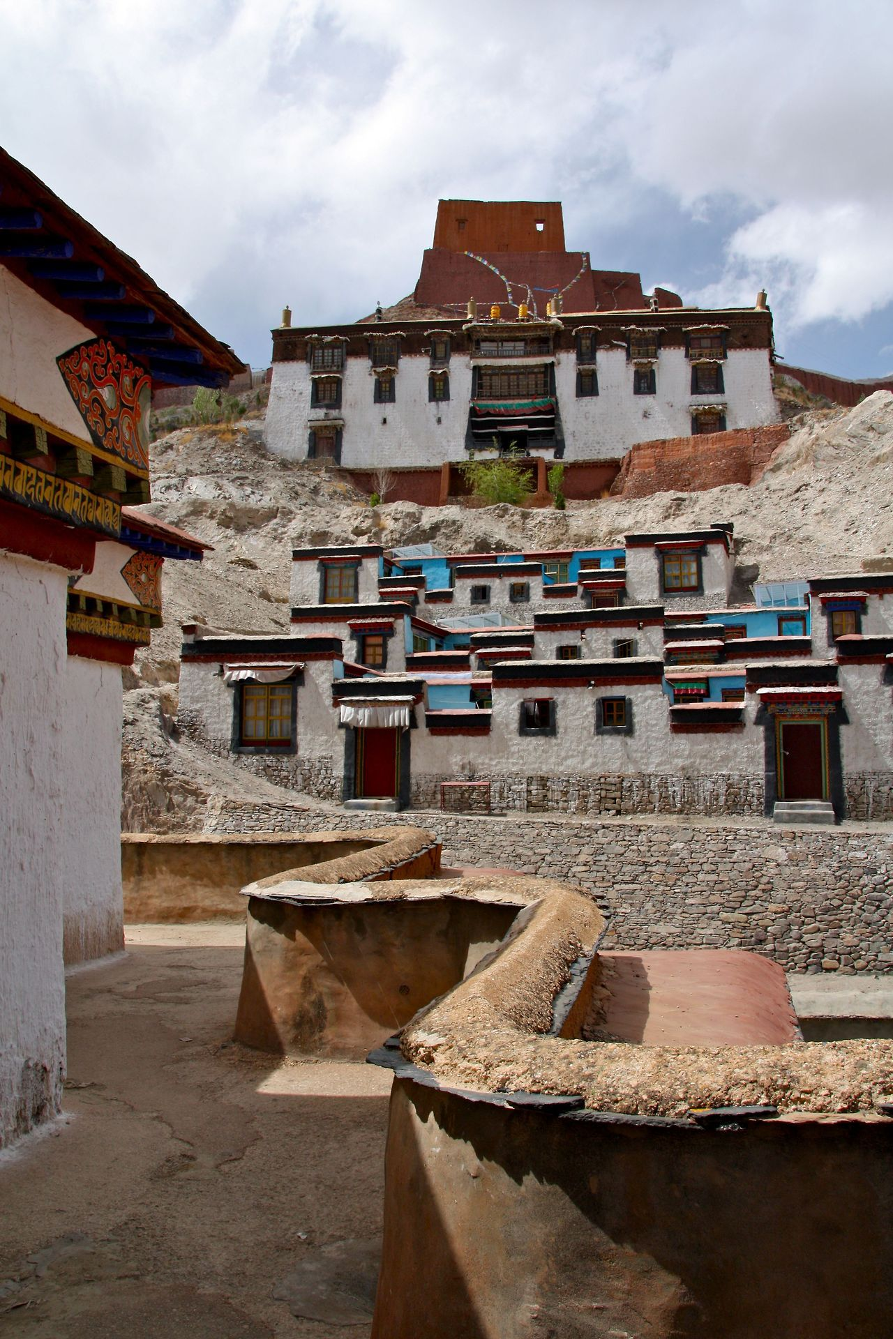 Amazing Places Gyantse Tibet By Eatswords Places The Good Place Tibet