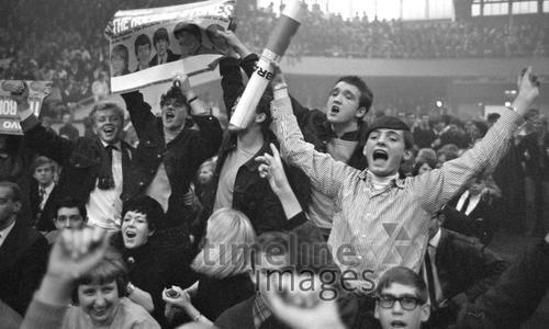 Fans beim 1. Rolling Stones Konzert in Deutschland Hermann Schröer/Timeline Images #1965 #60s #60er #Rock #Konzert #Musik