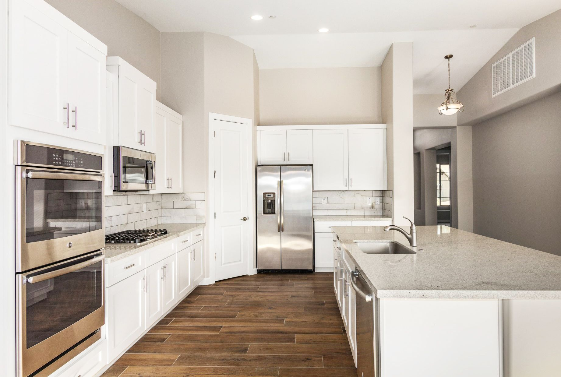 This All White Kitchen White Cabinets And Light Colored Countertops Is Super Trendy And Fashionable With Images Charming Kitchen All White Kitchen