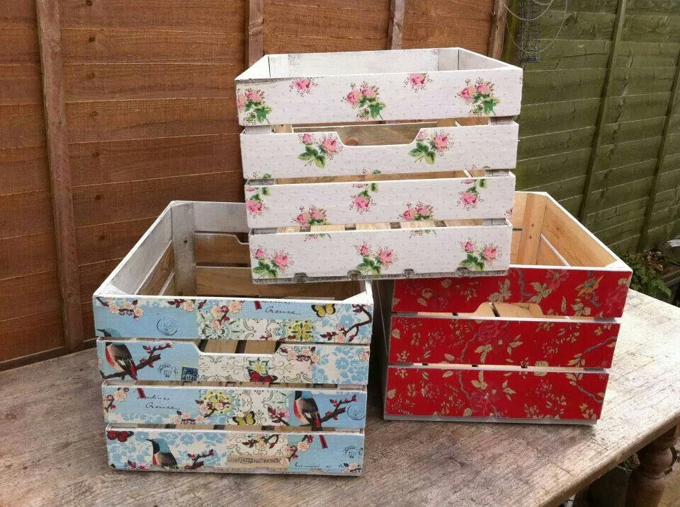 decoupaged crates using wallpaper. i'm so doing this! | decoupage ... - Decoupage En Muebles Tutorial