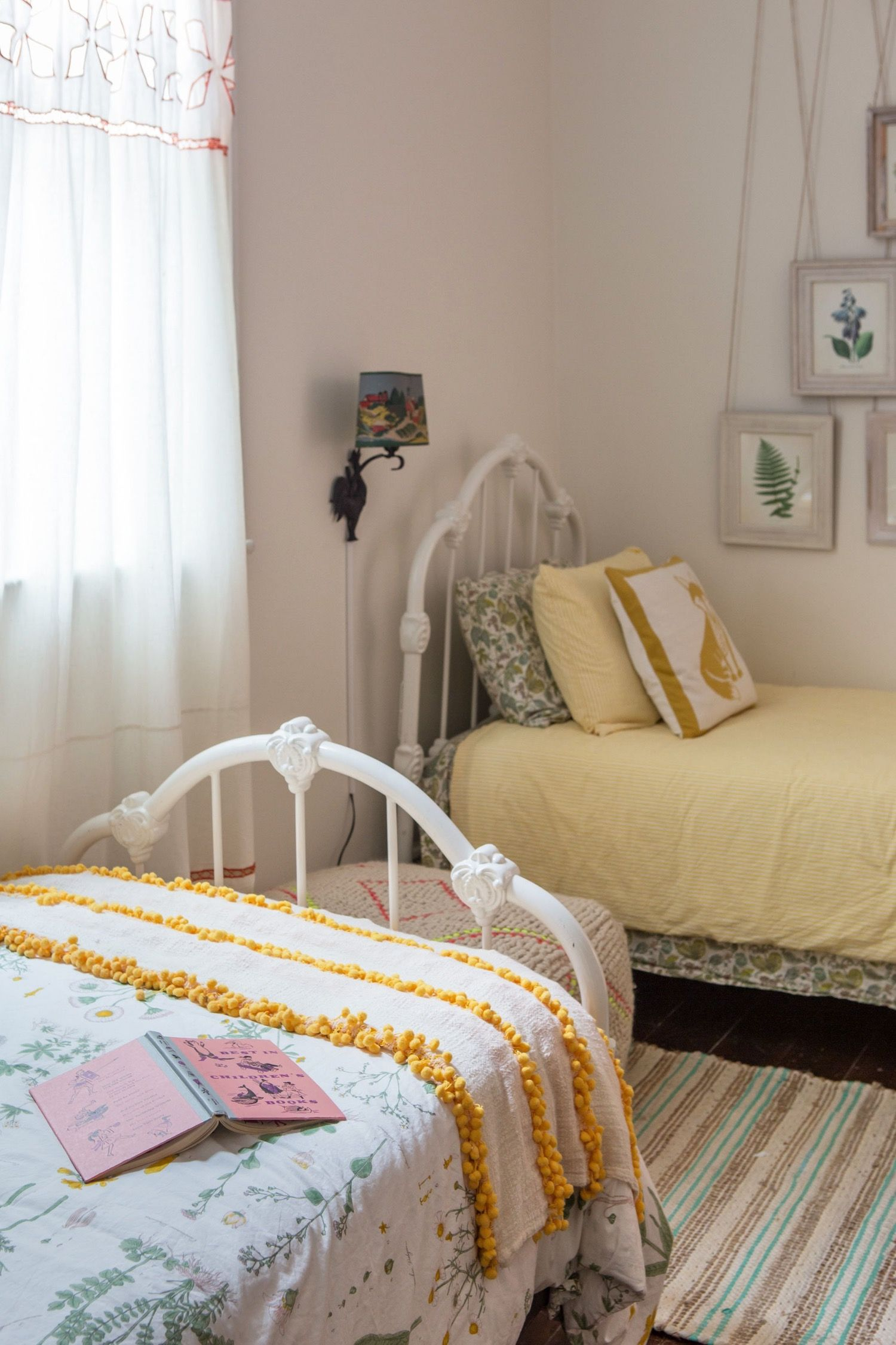 Design Ideas For Doubling Down Rooms With Two Twin Beds Small