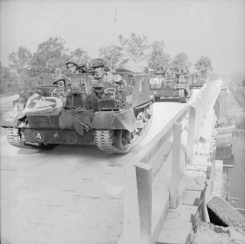 Carriers Of 1st Motor Grenadier Guards 5th Guards Armoured Brigade Guards Armoured Division Cross Euston Brid Grenadier Guards British Tank British Guard