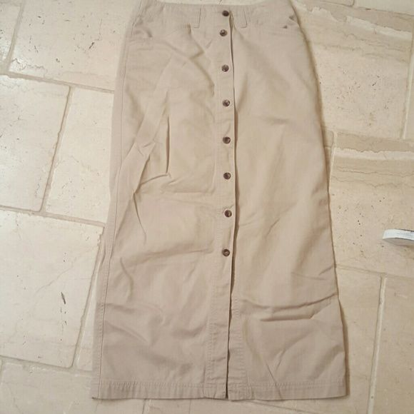 "Jones Jeans Long Skirt  size  4 Jones Jeans Long Skirt size 4 khaki color waist 14"" laying flat,  length 38"" Jones Jeans  Skirts Maxi"