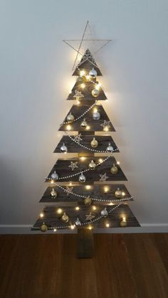 Top 20 Pallet Christmas Tree Designs To Pursue Homesthetics Inspiring Ideas For Your Home Pallet Christmas Tree Creative Christmas Trees Christmas Tree Design