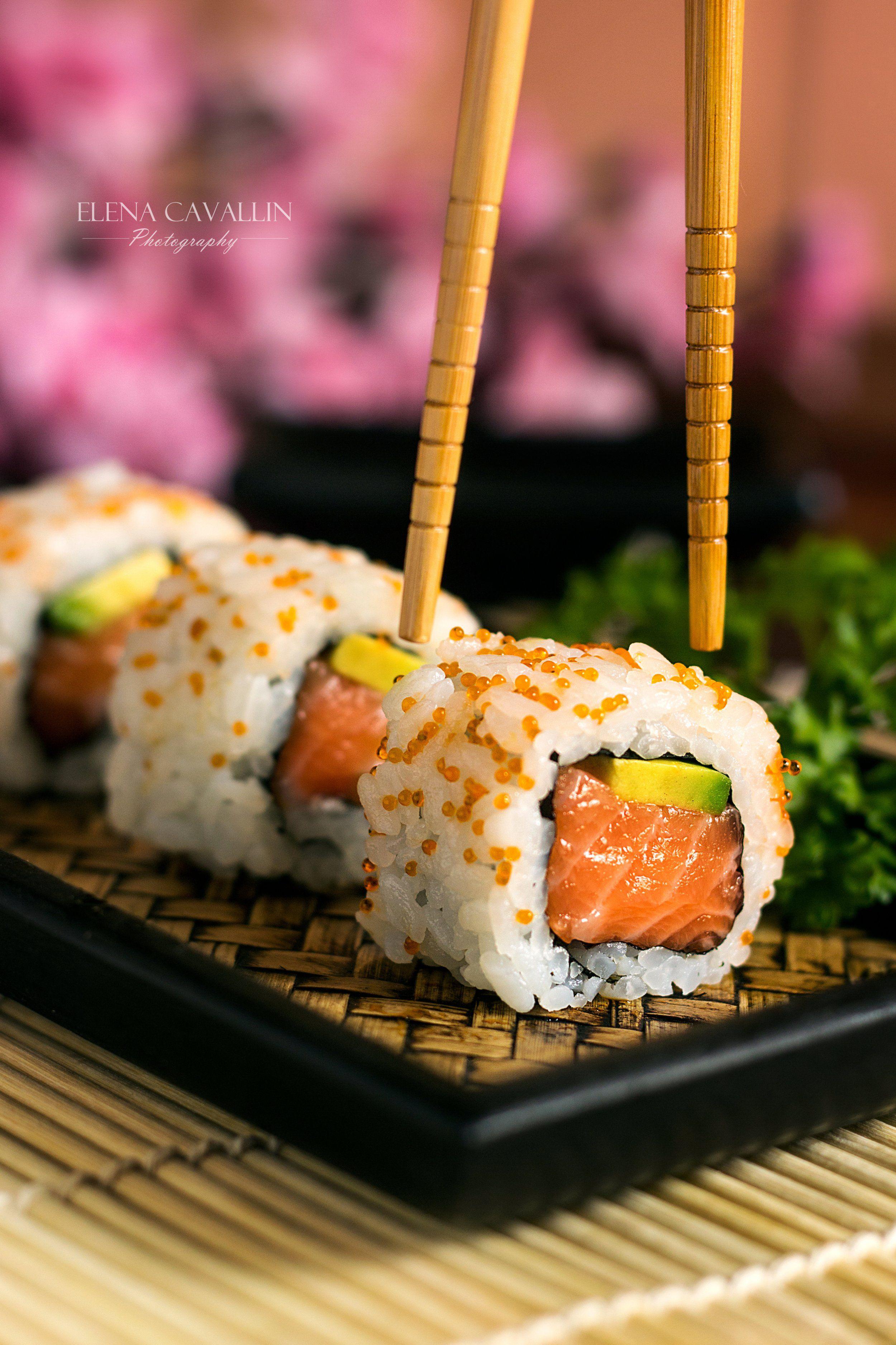 Sushi Rolls Uramaki Food Photography Sushi Dishes Sushi Recipes Asian Food Photography