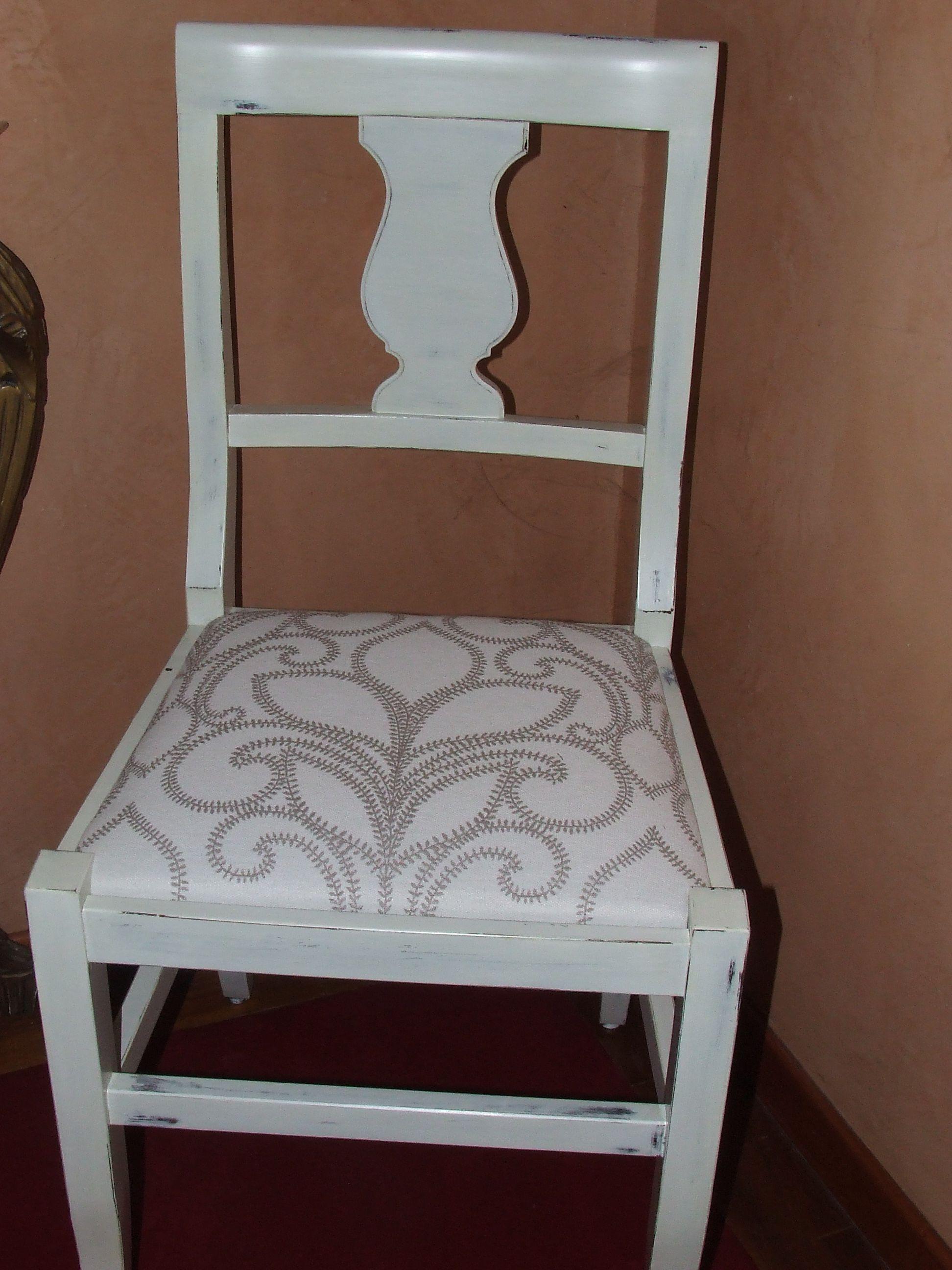 Trasformazione di una vecchia sedia con l'uso del colore e