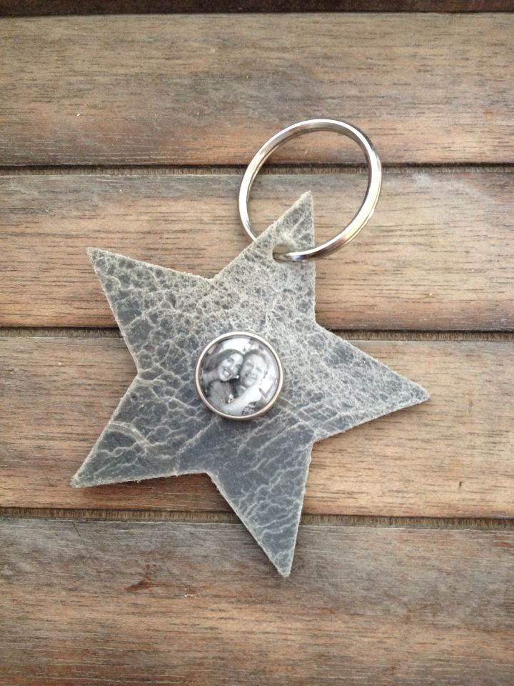 Keychain star with a black and white photo snap charm click, 6,95 euro  http://www.fourseasonssieraden.nl