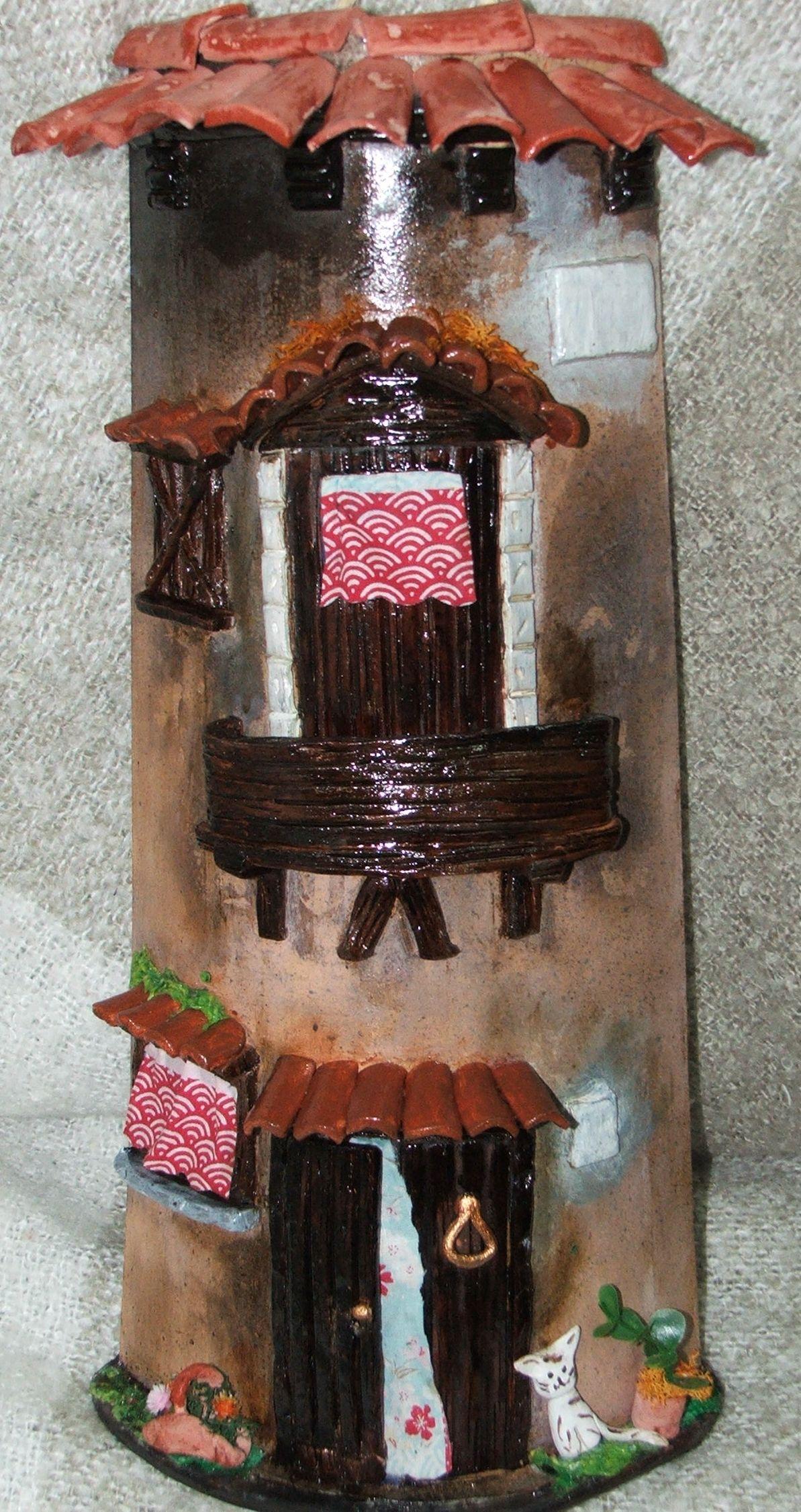 Tejas decoradas en relieve,pintadas a mano, se pueden personalizar con nombre, previo encargo, a laura mejias: 630145489  0 WWW.INCIENSOSILUSION.CON