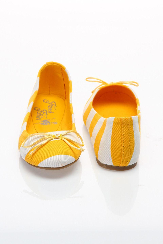 yellow striped flats -- too freakin' cute!