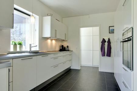Moderna villa danesa de tres pisos scandinavian bath - Diseno de pisos ...
