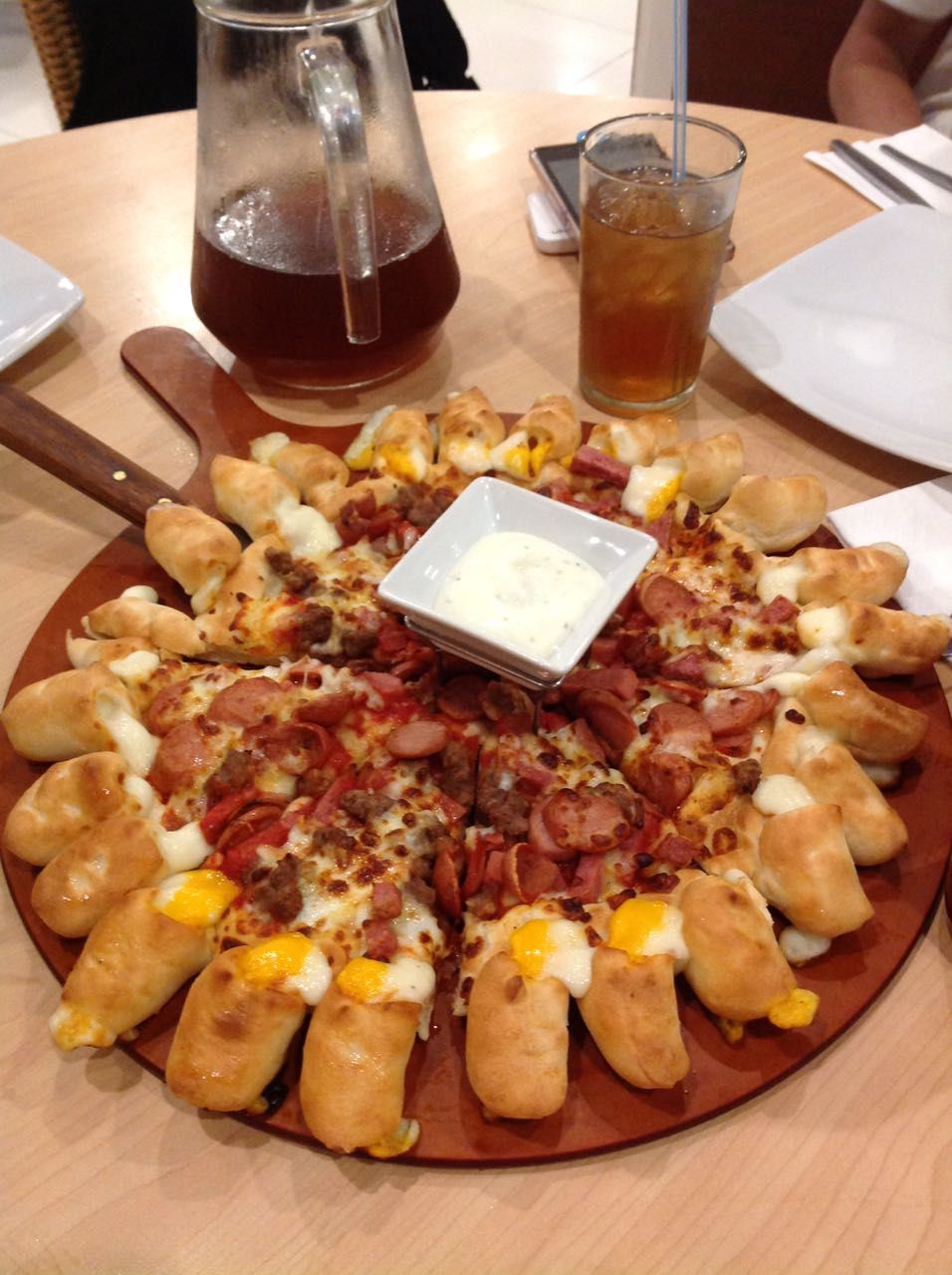 Pizza Hut In Indonesia Vs Australia Is So Incomparable Who Wouldn T Love This Cheese Crust Meat Lovers Pizza